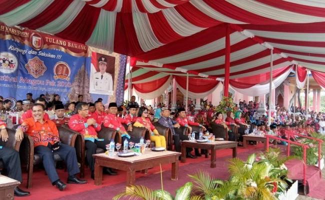 Keragaman Budaya Tulang Bawang Hadir di Festival Megou Pak ...